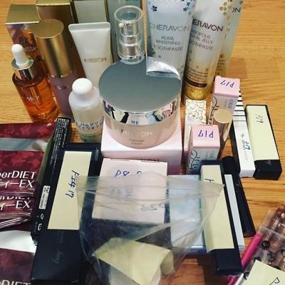 天秤座の木星的なお仕事。取材用の化粧品のサンプル。化粧品(美容)→天秤座、広告→木星。美も天秤座のテーマですね。木星天秤座入りました。「美活も頑張りましょう〜」 - from Instagram