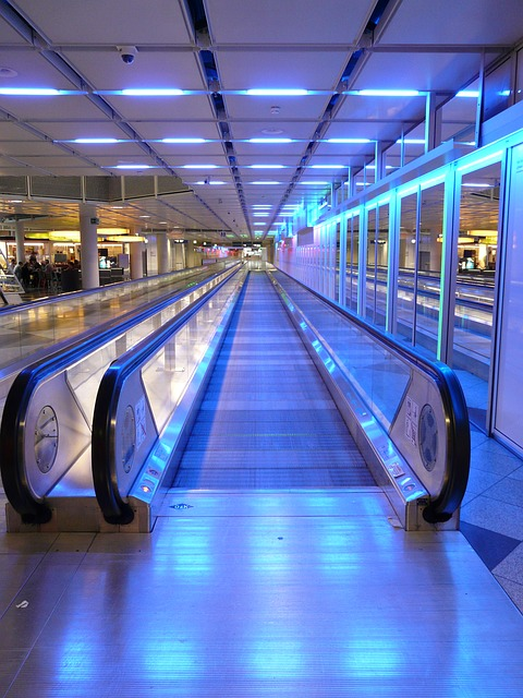 moving-walkway-64364_640